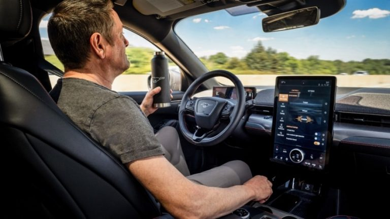 Ford to Offer Hands-Free Driving From 2021